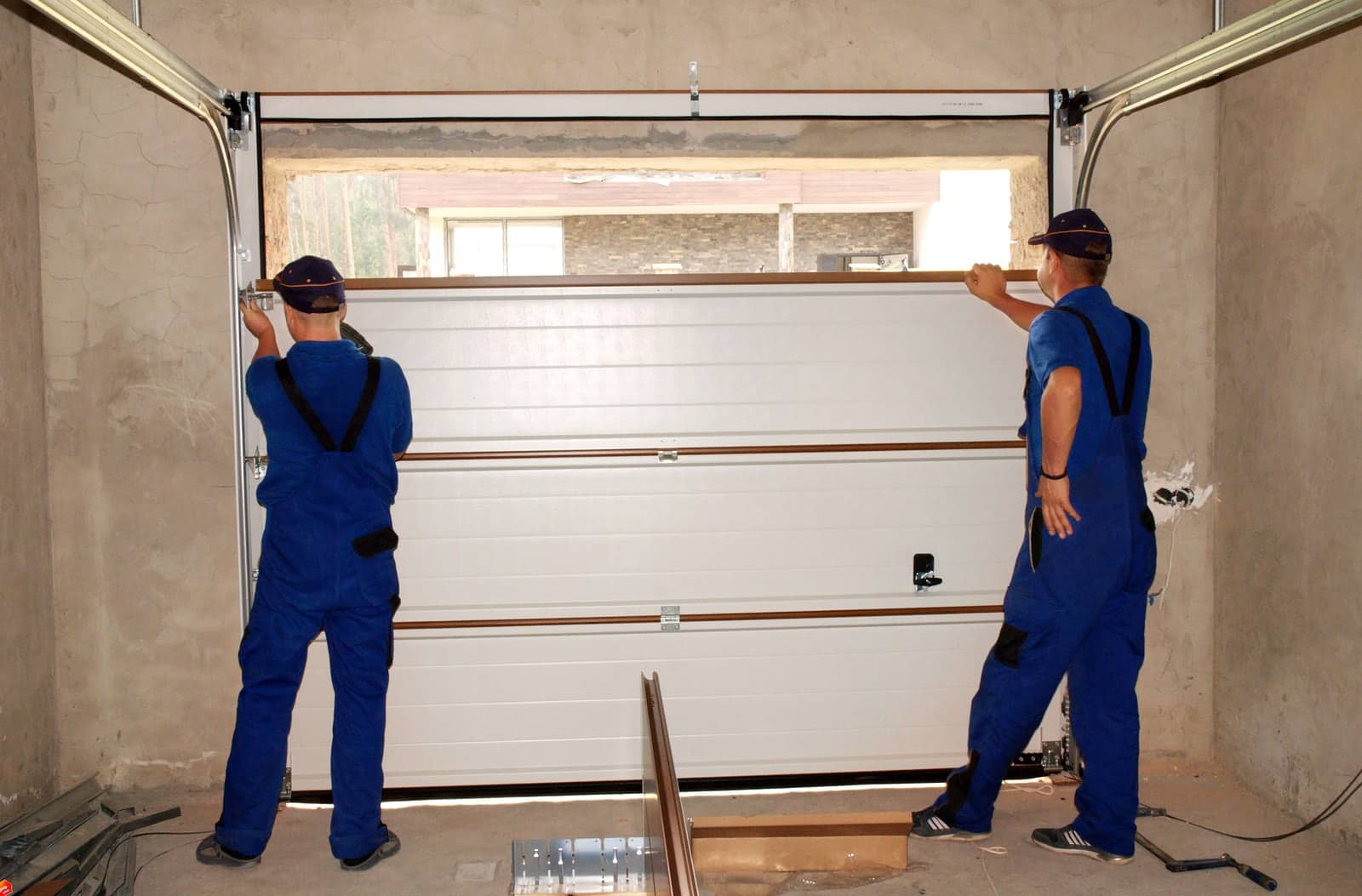 Common Signs That Indicate a Garage Door Need Repair Services